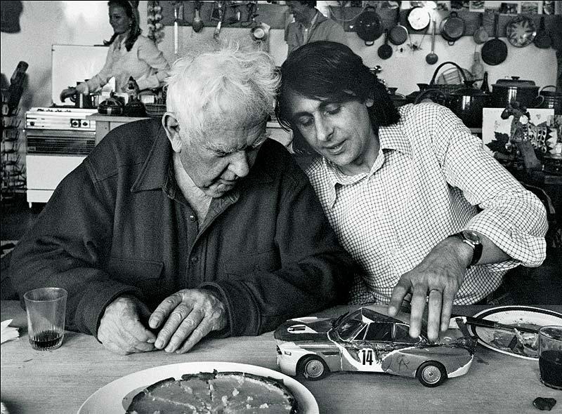 Alexander Calder mit Herve Poulain im Atelier
