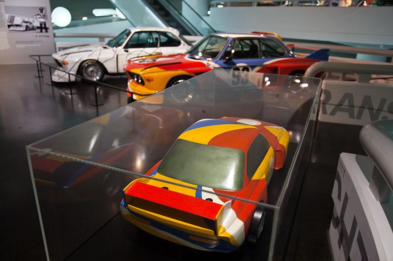 BMW 3,0 CSL Art Car Modell (vorne). Nach dem Modell wurde das spätere Exponat lackiert