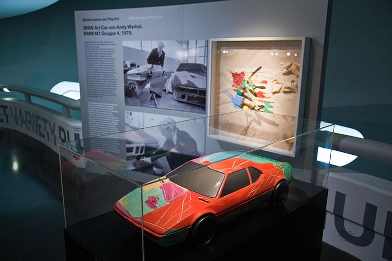 BMW M1 Art Car Modell von Andy Warhol im BMW Museum