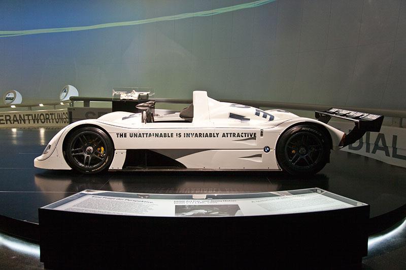 BMW V12 LMR Art Car von Jenny Holzer im BMW Museum in München