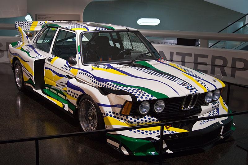 BMW 320i Gruppe 5 Rennversion, Art Car von Roy Lichtenstein im BMW Museum