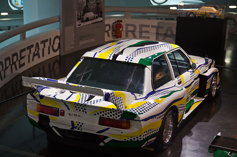BMW 320i Gruppe 5 Rennversion, Art Car von Roy Lichtenstein im BMW Museum