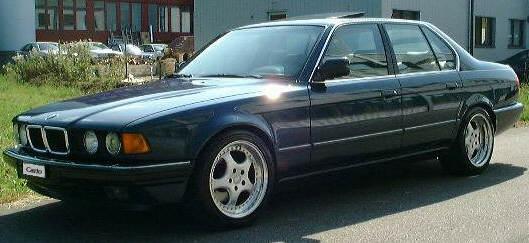 Bmw 730i E32. Seitenansicht des BMW 730i