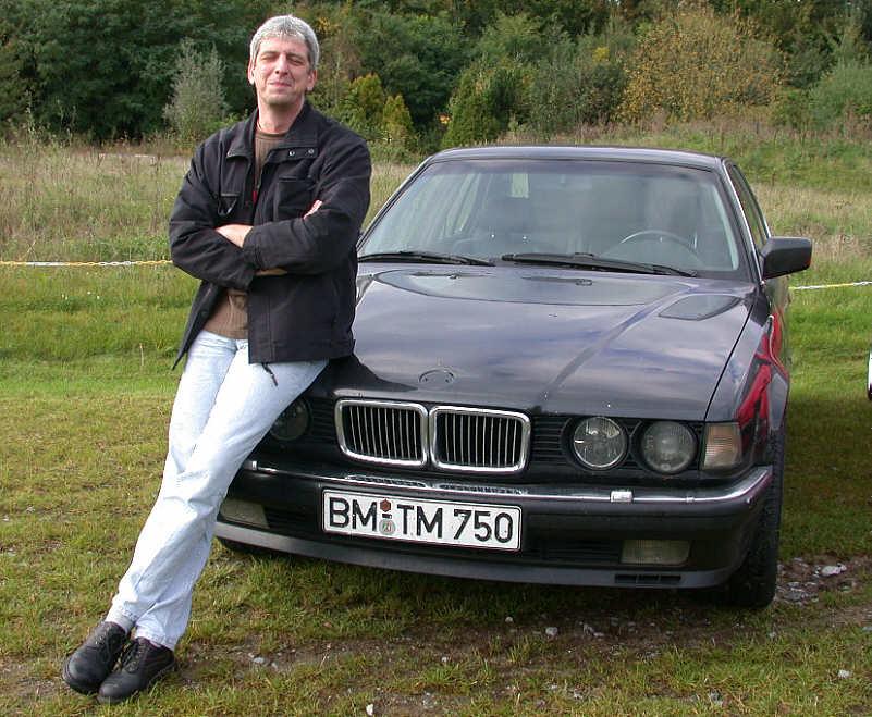 Thorsten Miller ('Knetepappi') mit seinem BMW 750i