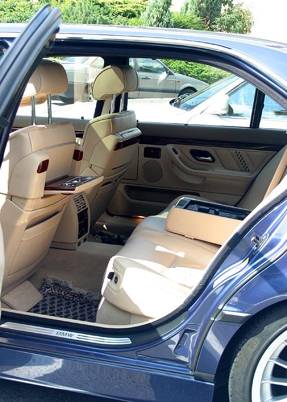 Rückbank im BMW Alpina B12 6.0 (E38)