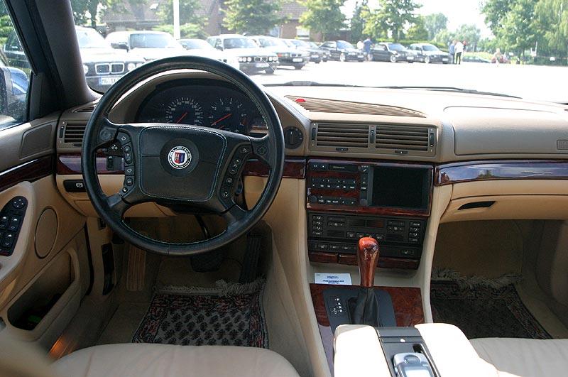 Cockpit des BMW Alpina B12 6.0 (E38)