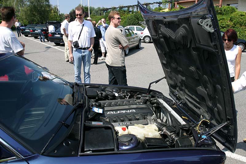 Motorraum des BMW Alpina B12 5.0 von Rainer Witt