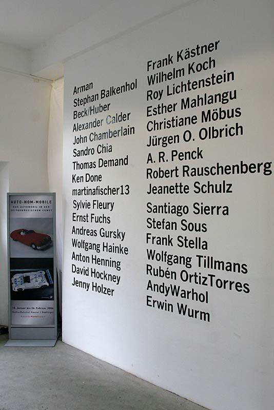 Im Foyer des Kulturbahnhofs Kassel: alle Künstler im Überblick