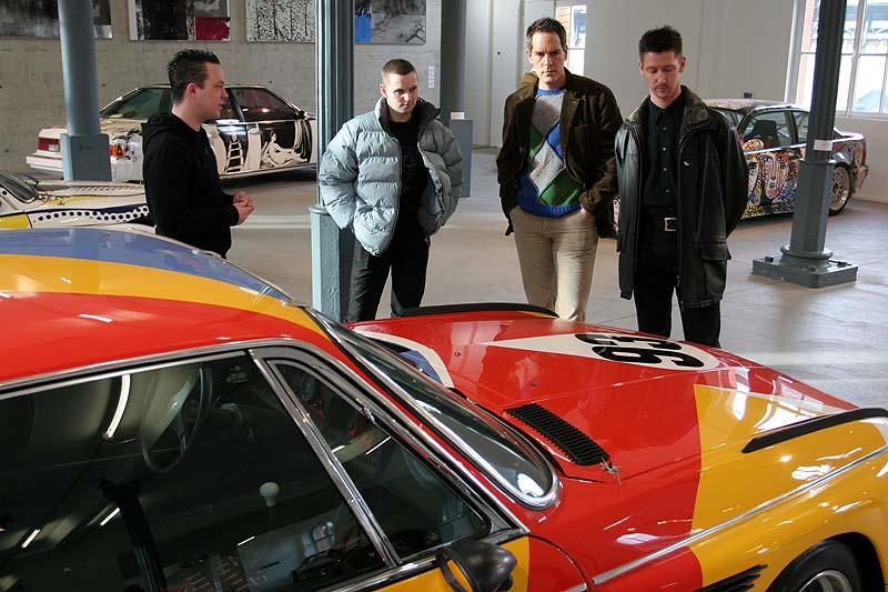 Alexander, Mick und Markus mit unserem Ausstellungsführer
