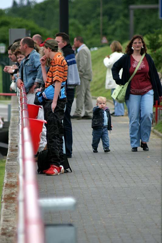 Stammtischteilnehmer schauten zu beim Kartfahren