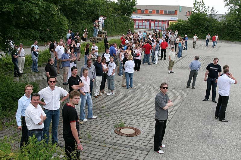 Teilnehmer auf dem Parkplatz