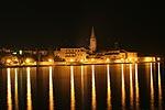 nächtlicher Blick auf Porec in Kroatien