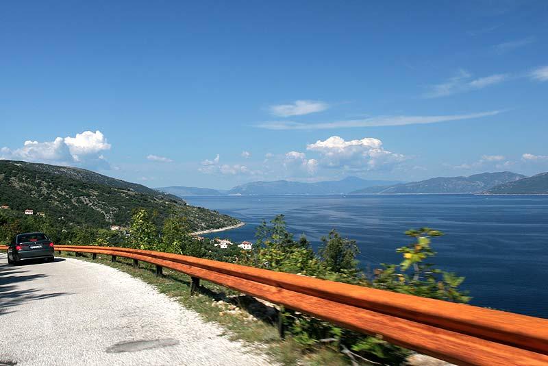 Tag 5: kurvige Straße auf der Insel Cres mit toller Aussicht auf die Kvarner Inselwelt