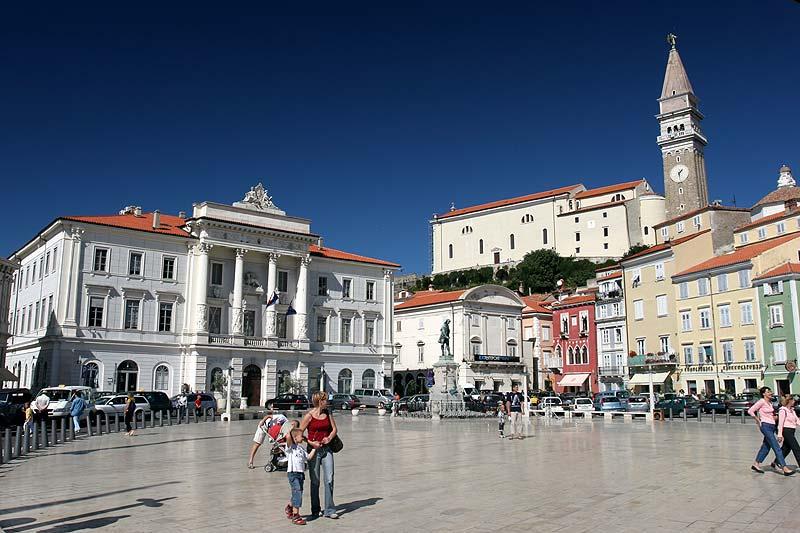 ovaler Platz in Piran namens Tartinijev trg