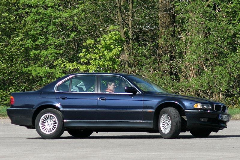 """Michael (""""LPG728"""") mit Freundin in seinem BMW 728i (E38)"""