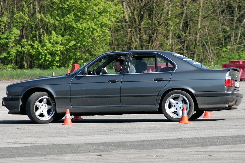 """Marino (""""BMW Devil 735"""") in seinem BMW 530i (E34) beim Fahrertraining in Wuppertal"""