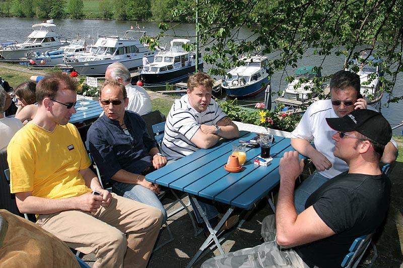 Bei gutem Wetter konnten die Stammtischler heute direkt an der Ruhr Essen und Trinken