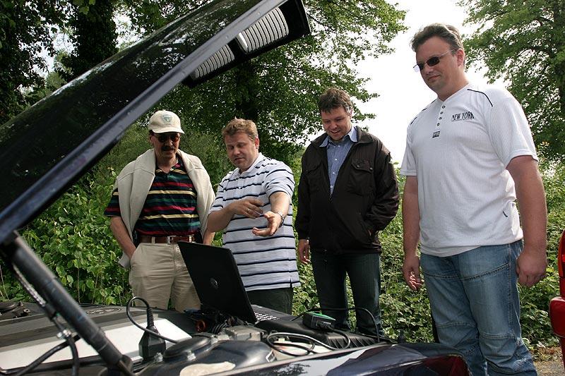 auf dem Parkplatz des Schevener Hofs: Stefans BMW 740i (E38)