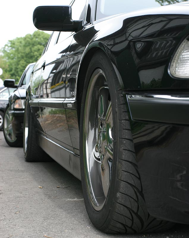 Seitenansicht BMW 735i (E38)