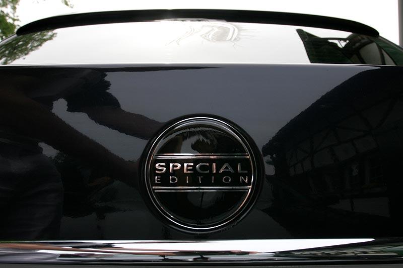 """neues Schild auch am Heck an der Kofferraumklappe """"Special Edition"""", außerdem Dach-Spoiler"""