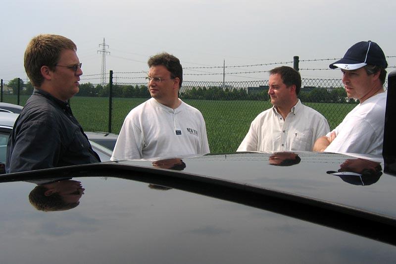 """Falk (""""fschluessener"""") stellt Markus (""""mk2611""""), Ben (""""greyhound"""") und Andre (""""Herby7"""")  das Projekt """"Forums-7er"""" vor"""
