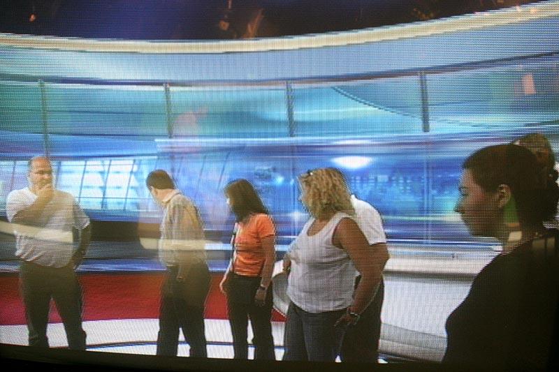 TV-Bild von den Teilnehmern im RTL-Nachrichtenstudio