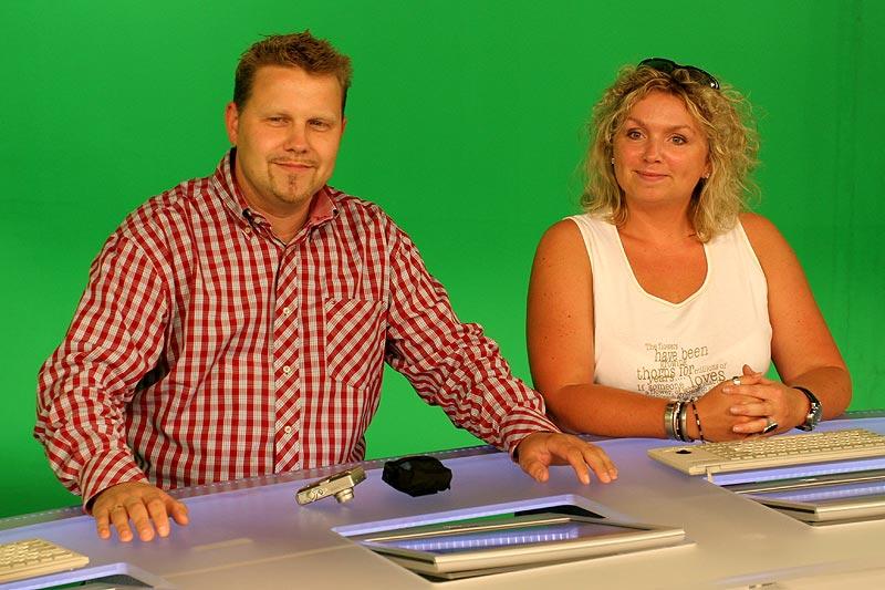 """Stefan (""""Jippie"""") mit Frau Karina auf dem Platz von Peter Kloeppel"""