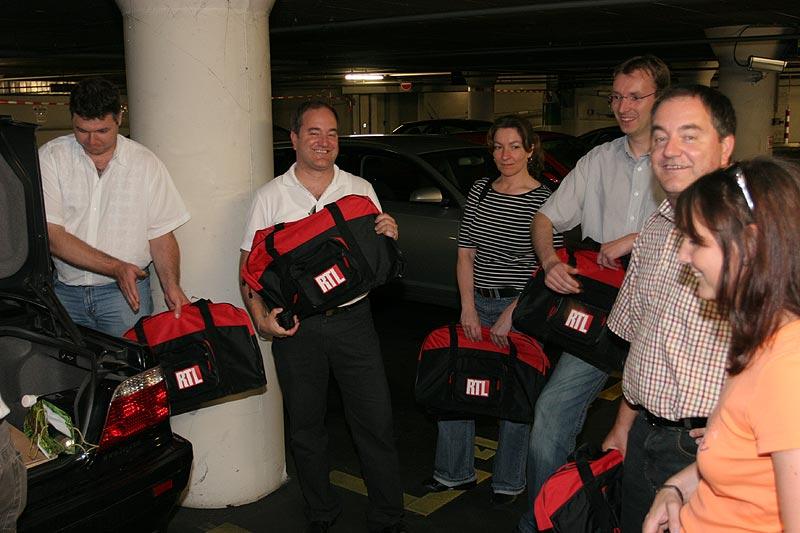 """zum Abschluss verteilte Jean-Marie (""""speltz"""") RTL-Taschen an die Teilnehmer"""