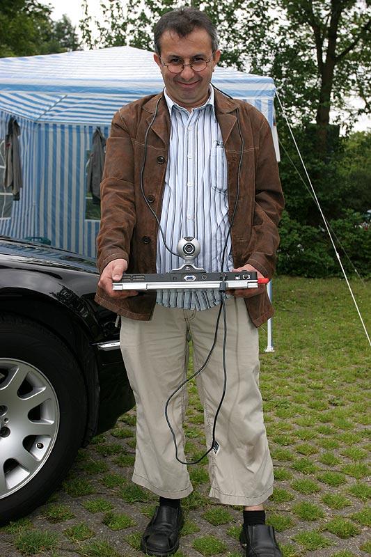 """Nesimi (""""nesi"""") bei seiner Live-Video-Übertragung ins Internet"""