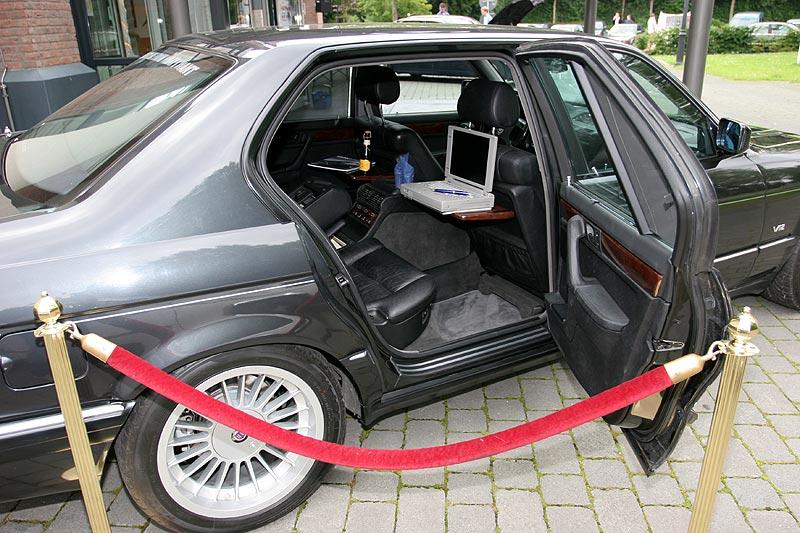 """vor dem Forum ausgestellter BMW 750iL Highline (E32) von Alexander (""""Highliner"""")"""