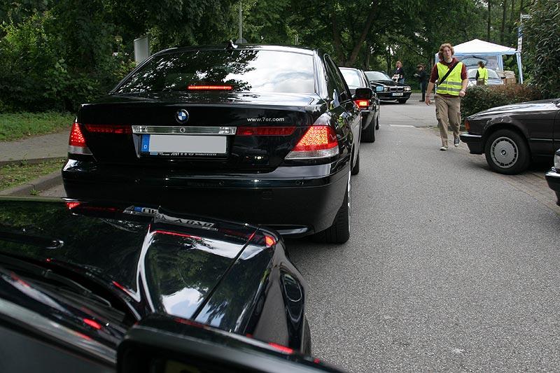 gegen Mittag startete ein Mini-Konvoi zum Haus der Bürgermeisterin von Wegberg