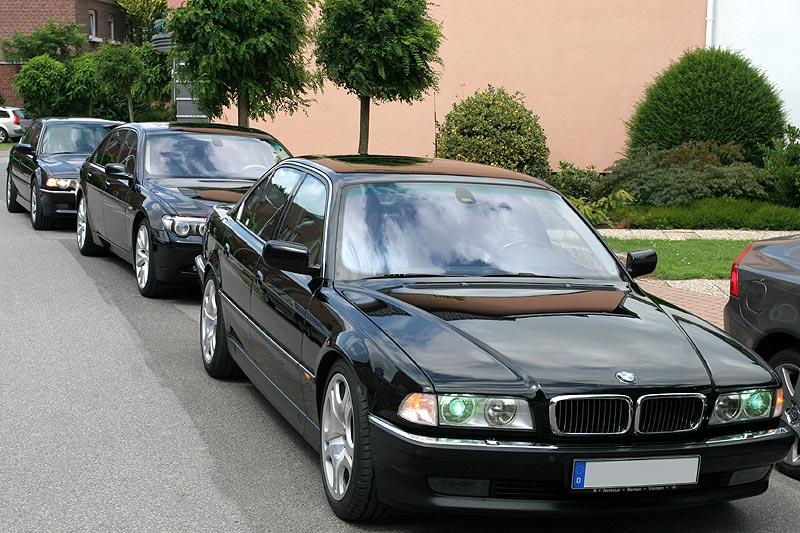BMW 7er-Eskorte für Bürgermeisterin Klein vor ihrem Haus in Wegberg