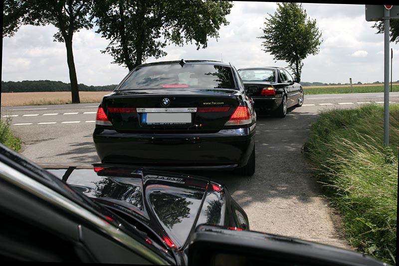 Konvoi mit der Bürgermeisterin in der Mitte zum Treffpunkt in Wegberg