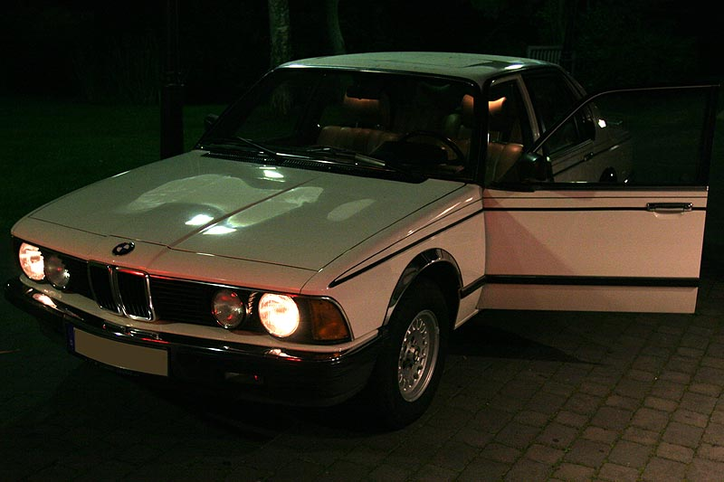 "Alexanders (""Highliner"") BMW 7er, Modell E23 am Abend"