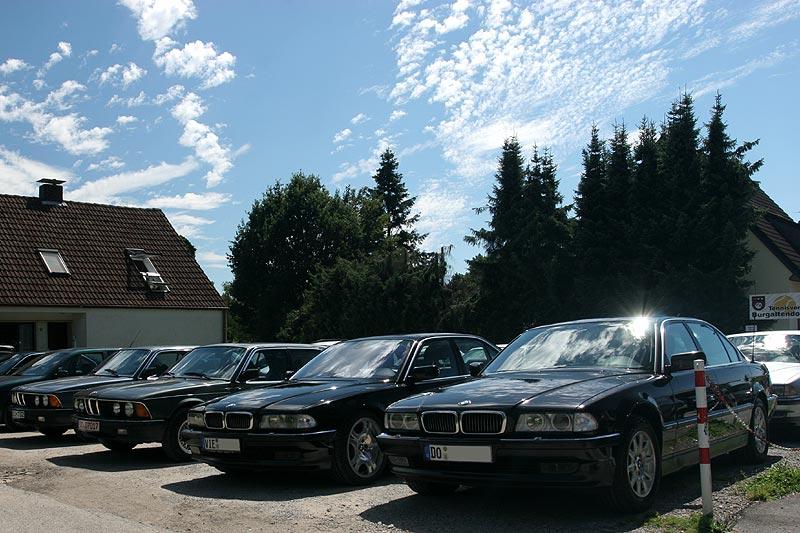 """7er-Parkplatz, vorne mit dem 750i (E38) von Andre (""""Herby7"""") und dem 750iL (E38) von Thomas (""""tomgos"""")"""