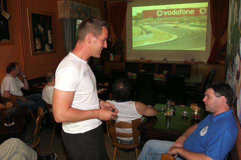 im Landgasthaus Brandenburg konnten die Formel-1-Fans im abgedunkelten Raum das F1-Rennen in Ungarn verfolgen