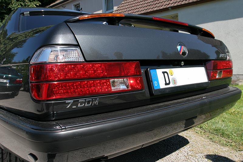 nachdem am 07.07.07 in Wegberg das Leuchtkennzeichen vorgestellt wurde, wurde dieser E32 damit ausgerüstet