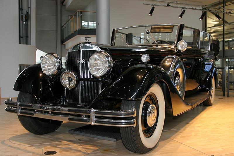 Ausstellungsstück in der Gläsernen Manufaktur: Horch 851 aus dem Jahr 1936, 100 PS stark, 125 km/h schnell