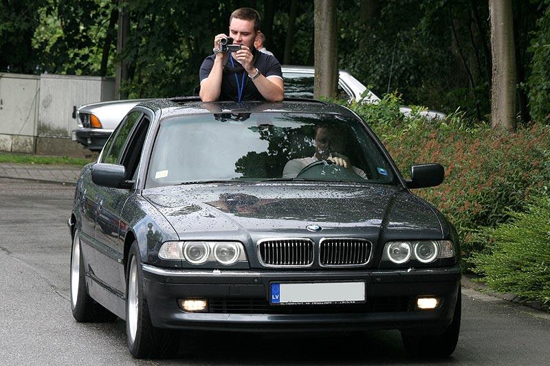 """Andrej (""""pushkin"""") filmte u. a. den Rekordversuch aus dem aus Lettland angereisten 7ers (E38) seines Bruders. 1.800 km beträgt der Weg nach Hause."""