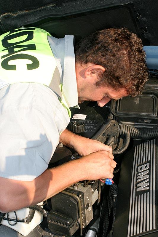 Die Zündung/Elektronik wurde über den Motorraum aktiviert