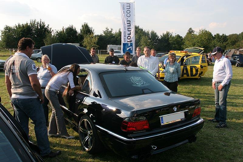 Hollys BMW 728i mit Schlüssel im Kofferraum