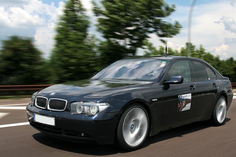 """Der BMW 740d (E65) von Organisator Horst (""""mystica"""") führt den Konvoi in die Toskana an."""