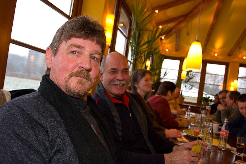 """Peter (""""peter-express"""") neben Wolfgang (""""Wölfi"""") im Stammtischlokal"""