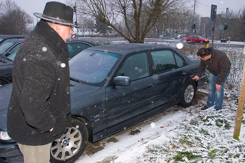 """Sebastian (""""Lexmaul"""") zeigte die Schäden an seinem Auto"""