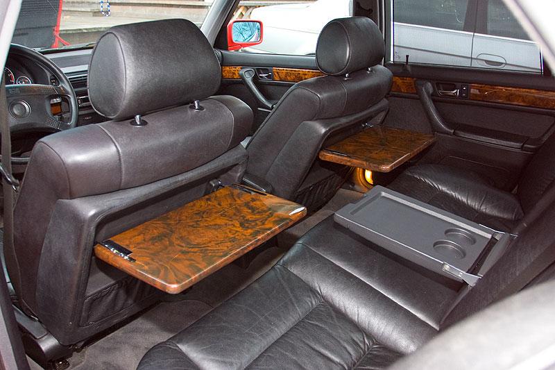 Individual Edelholz-Klapptische im BMW 740i von Mario