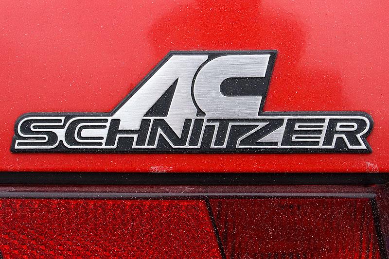 AC Schnitzer Emblem auf der Kofferraumhaube