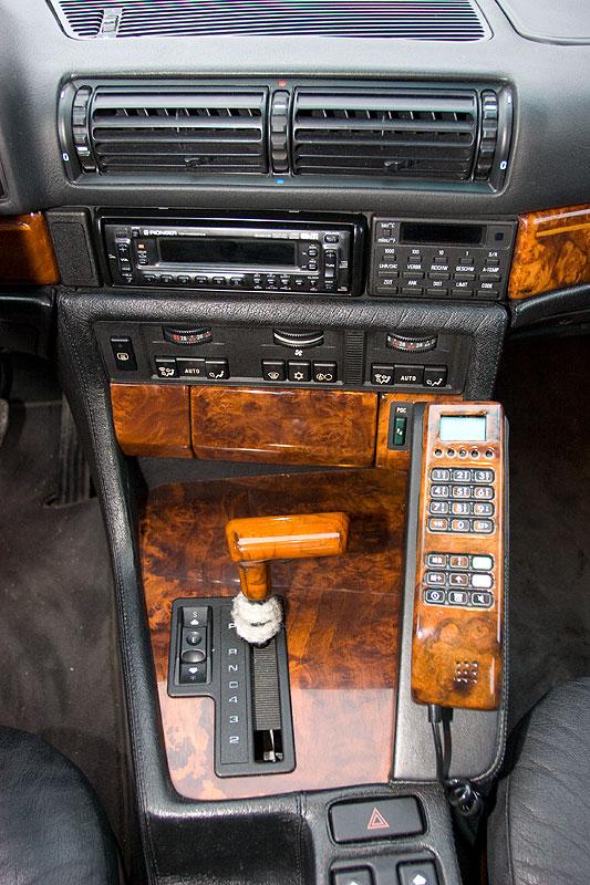 Mittelkonsole im BMW 740i (E32)