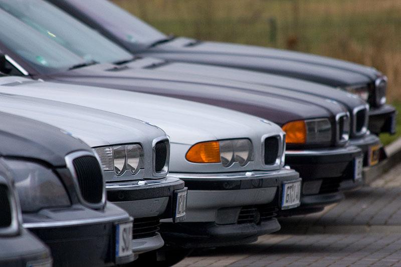 BMW 7er-Reihe auf dem Stammtisch-Parkplatz
