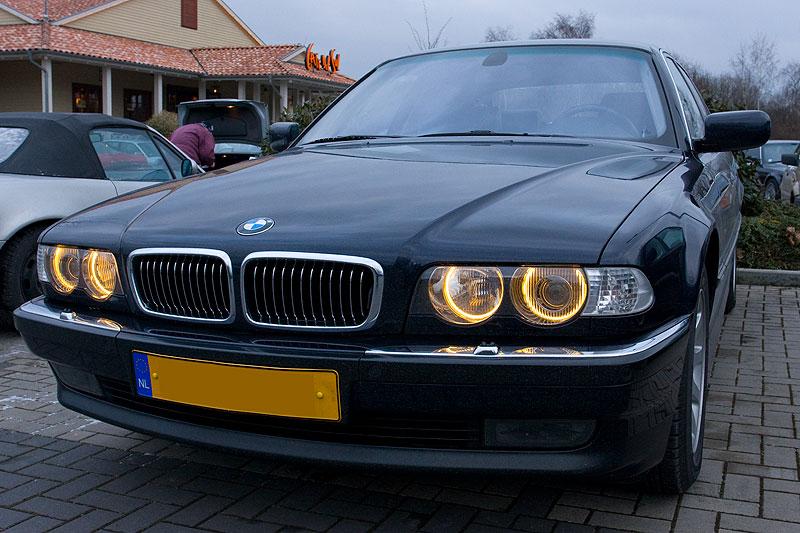 """Edwin (""""Homerraas"""") hat seinen 735i (E38) nun mit Standlichtringen in BMW-Original-Farbton nachgerüstet"""
