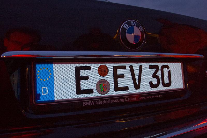 """Eberhards (""""EV 30"""") BMW 735i (E38) mit neuem G-elumic Leuchtkennzeichen"""